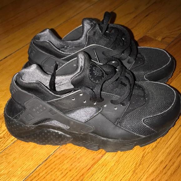 Nike huarache black sneakers